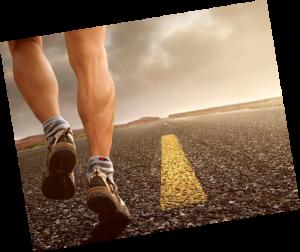 αθλητής που τρέχει σε ίσιο δρόμο