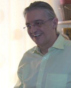 Θεόδωρος Γκατζούνης καθώς διδάσκει σε διαδικτυακά σεμινάρια