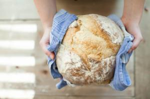 Χειροποίητο ψωμί καθώς η διατροφή αποτελεί σημαντικό στοιχείο στον Δεκάλογο της Καραντίνας