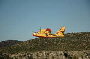 Πυροσβεστικό αεροπλάνο που επιχειρεί για να σβήσει Δασικές πυρκαγιές και να παρέχει προστασία υγεία